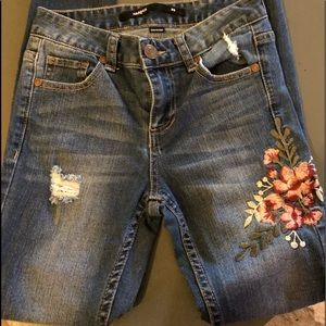 Francesca's embroidered  Slightly distressed Jean